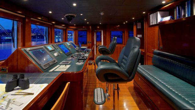 o_ceanos superyacht charter bridge_valef -  Valef Yachts Chartering - 5554
