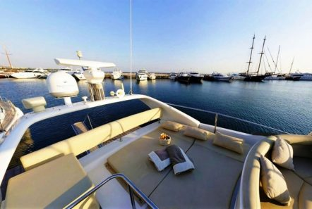 aventura ii sundeck (1)_valef -  Valef Yachts Chartering - 5589