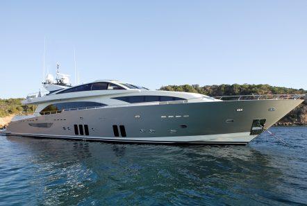 dragon motor yacht exteriors 1 min min -  Valef Yachts Chartering - 4826