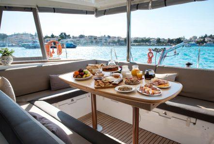 elvira catamaran lagoon 500 aft table_valef -  Valef Yachts Chartering - 5578