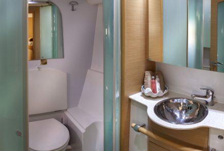 elvira catamaran lagoon 500 baths (1)_valef -  Valef Yachts Chartering - 5577