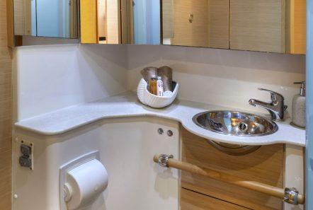elvira catamaran lagoon 500 baths (2)_valef -  Valef Yachts Chartering - 5576