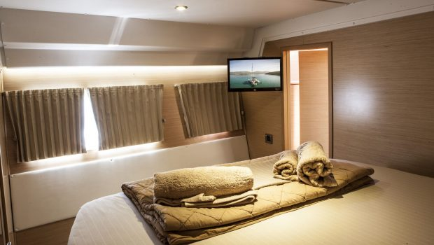 elvira catamaran lagoon 500  double cabins (6)_valef -  Valef Yachts Chartering - 5581