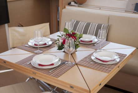 elvira catamaran lagoon 500 interior salon (2)_valef -  Valef Yachts Chartering - 5567