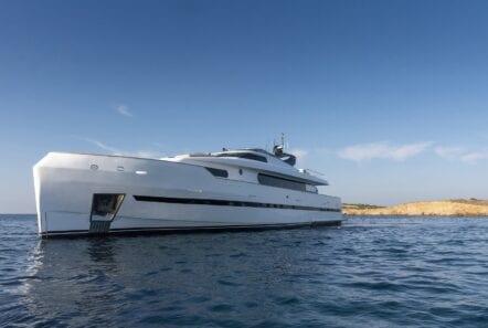 project-steel-motor-yacht-exterior (6)-min