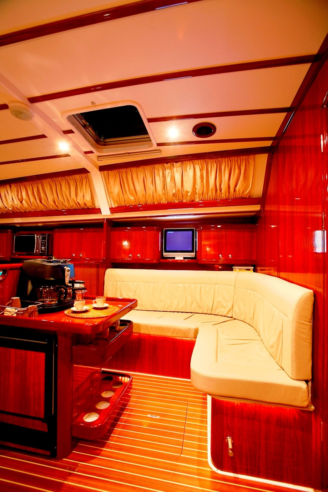 mythos sailing yacht interior (2)_valef -  Valef Yachts Chartering - 5421