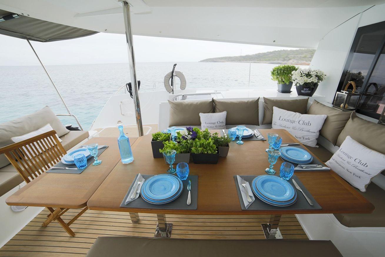 new horizons ii catamaran aft deck dining_valef -  Valef Yachts Chartering - 5401