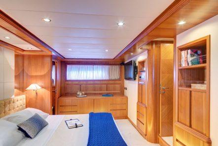 aimilia motor yacht master stateroom (1)_valef -  Valef Yachts Chartering - 5854