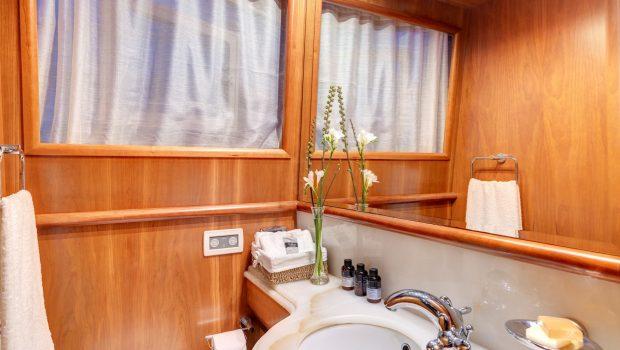 aimilia motor yacht wc_valef -  Valef Yachts Chartering - 5864