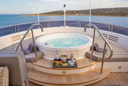 AQUA LIBRA Jacuzzi (1) -  Valef Yachts Chartering - 6479
