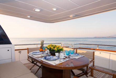 acionna charter yacht aft deck (1)_valef -  Valef Yachts Chartering - 5876