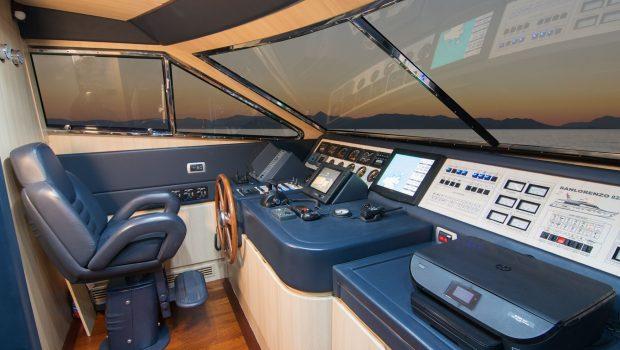 acionna charter yacht bridge (2)_valef -  Valef Yachts Chartering - 5887