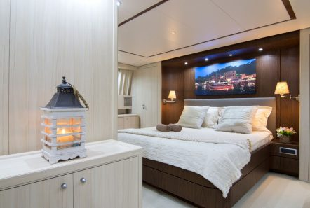 acionna charter yacht master stateroom (1)_valef -  Valef Yachts Chartering - 5892