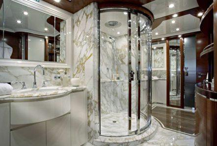 LIBERTAS Master bath -  Valef Yachts Chartering - 6036