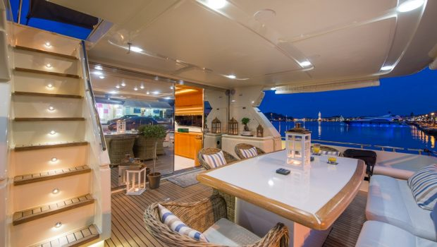 VENTO Aft deck table -  Valef Yachts Chartering - 6120
