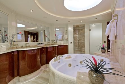 orion jacuzzi bath master -  Valef Yachts Chartering - 6069