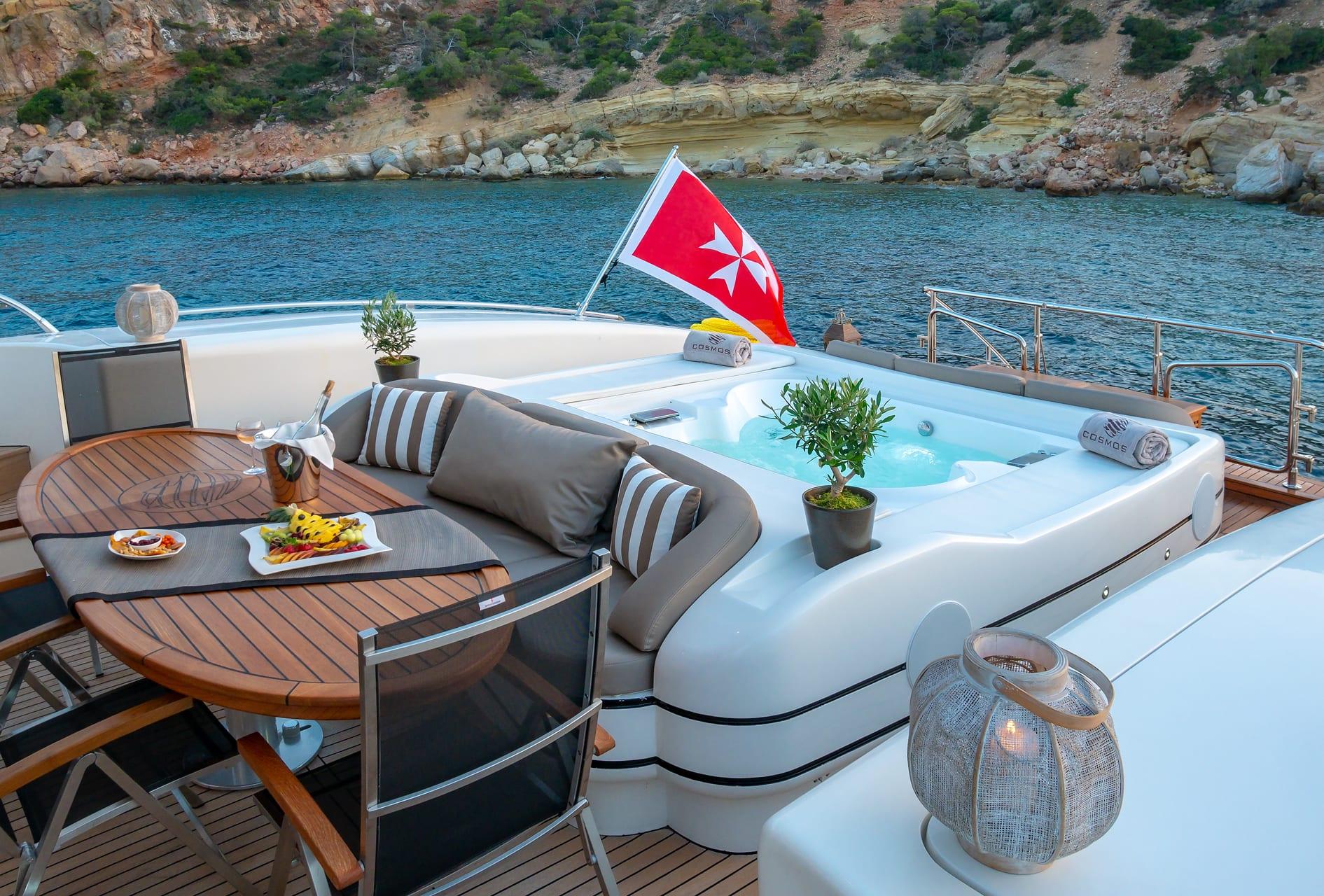 cosmos i yacht aft jacuzzi valef -  Valef Yachts Chartering - 5325