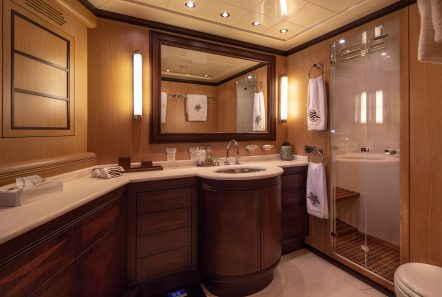cosmos i yacht master bath valef -  Valef Yachts Chartering - 5317
