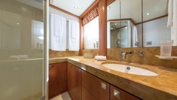 l_equinox baths (1)_valef -  Valef Yachts Chartering - 5512