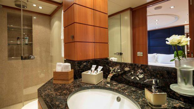 l_equinox baths (2)_valef -  Valef Yachts Chartering - 5511