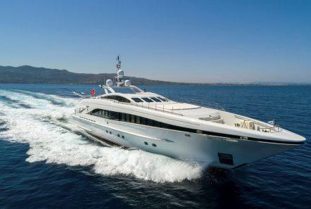 l_equinox exteriors (4)_valef FLIP -  Valef Yachts Chartering - 5500