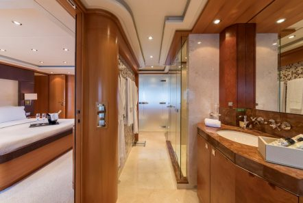 l_equinox master bath_valef -  Valef Yachts Chartering - 5499