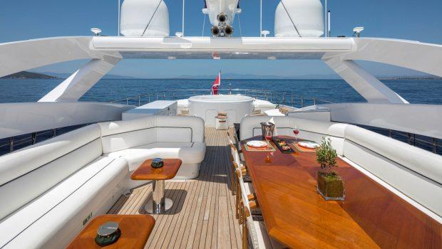 l_equinox sun deck jacuzzi (1)_valef -  Valef Yachts Chartering - 5487