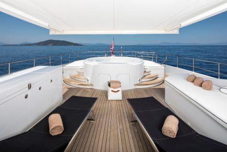 l_equinox sun deck jacuzzi (2)_valef -  Valef Yachts Chartering - 5486