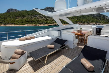 l_equinox sun deck jacuzzi (5)_valef -  Valef Yachts Chartering - 5483