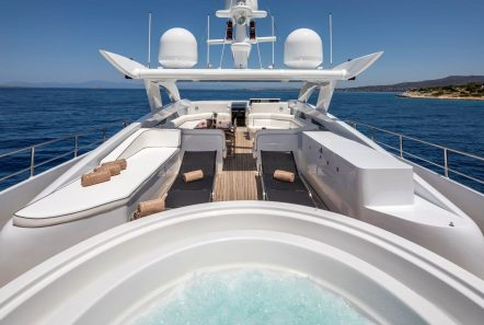 l_equinox sun deck jacuzzi (6)_valef -  Valef Yachts Chartering - 5482