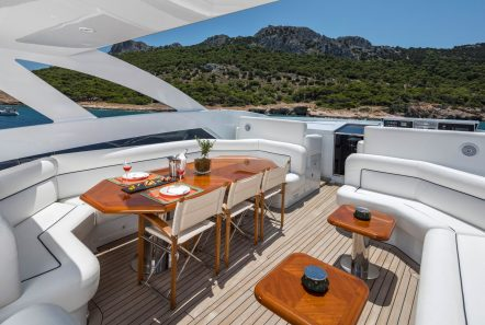 l_equinox sun deck jacuzzi (8)_valef -  Valef Yachts Chartering - 5480