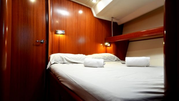 malena sailing yacht guest cabin (1)_valef -  Valef Yachts Chartering - 5457