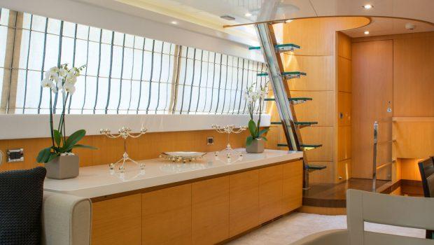taylne console_valef -  Valef Yachts Chartering - 5344