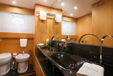 taylne master bath_valef -  Valef Yachts Chartering - 5336