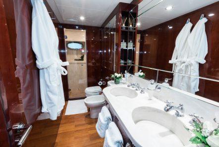 albator2 motor yacht bath (1) -  Valef Yachts Chartering - 3873