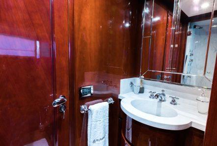 albator2 motor yacht bath (3) -  Valef Yachts Chartering - 3871