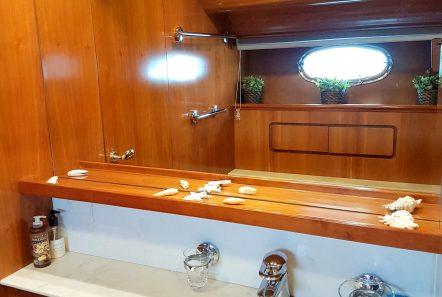 amoraki motor yacht bath (1) min -  Valef Yachts Chartering - 5056