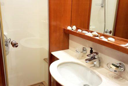 amoraki motor yacht bath (3) min -  Valef Yachts Chartering - 5054