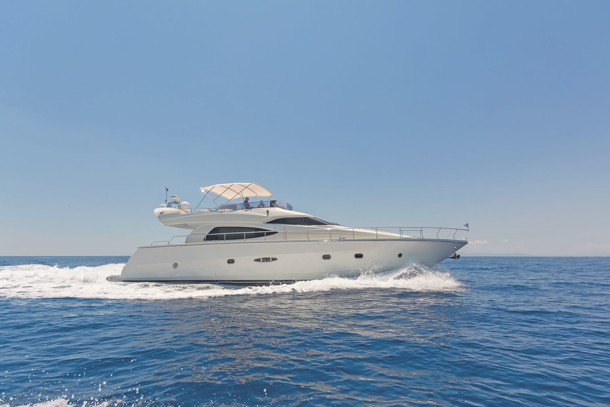 beluga motor yacht cruising min -  Valef Yachts Chartering - 3746