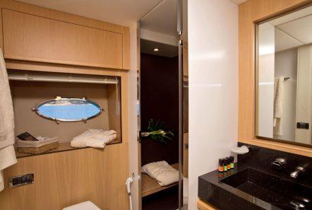 catherine motor yacht bath2_valef -  Valef Yachts Chartering - 5186