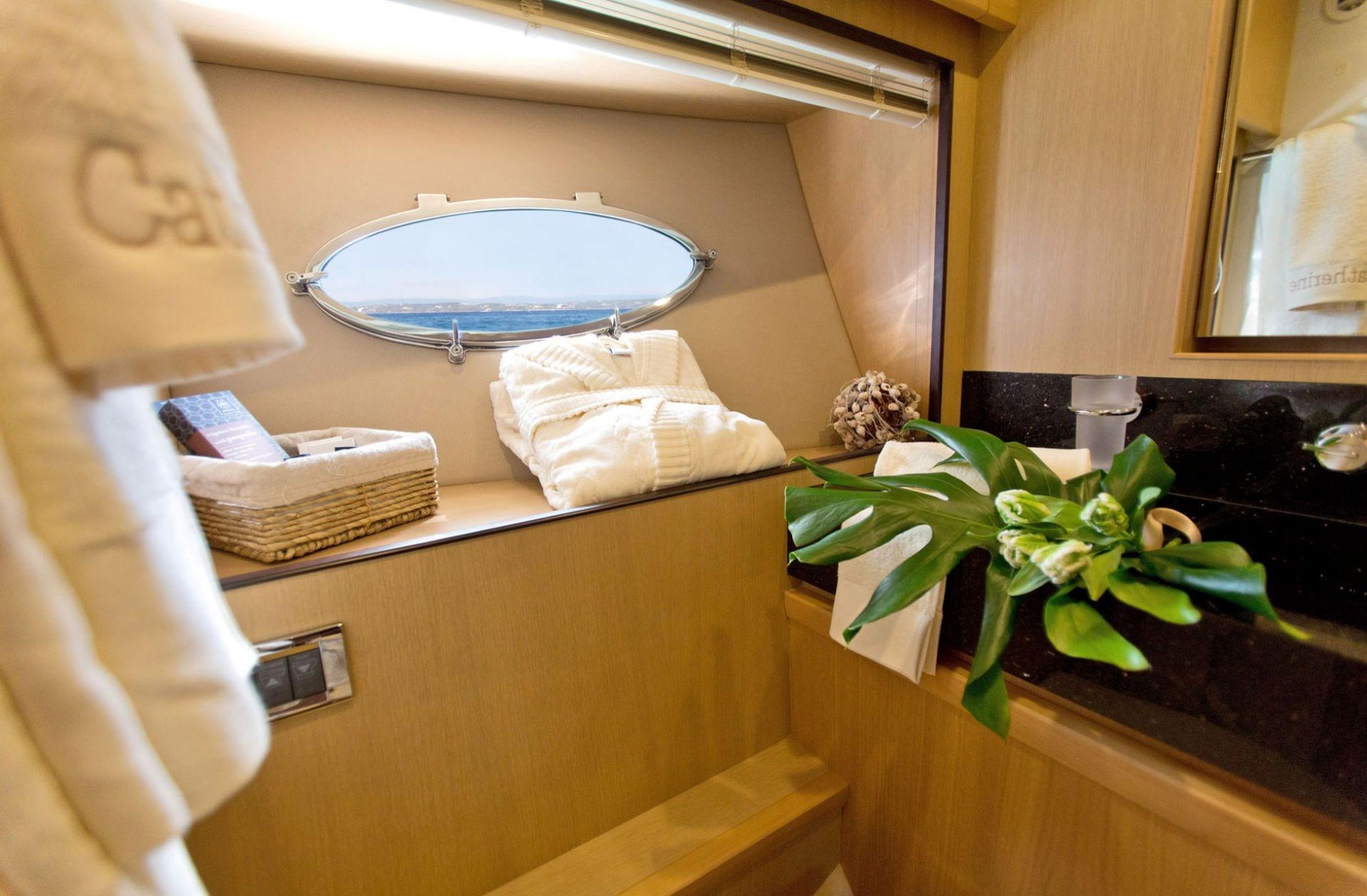 catherine motor yacht bath_valef -  Valef Yachts Chartering - 5187