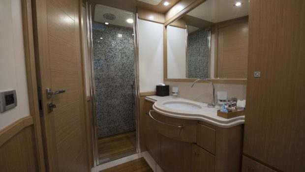 dana motor yacht baths (1) -  Valef Yachts Chartering - 4278