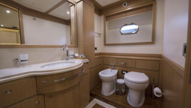 dana motor yacht baths (2) -  Valef Yachts Chartering - 4277