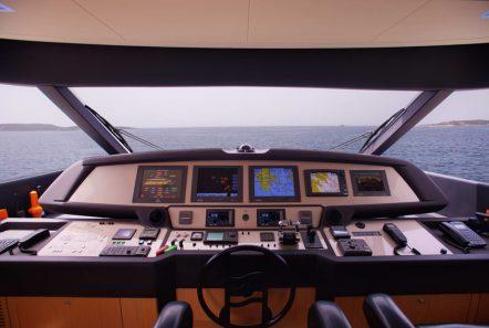 dana motor yacht bridge -  Valef Yachts Chartering - 4272