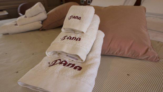 dana motor yacht towels -  Valef Yachts Chartering - 4287