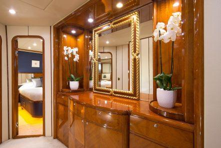 dream b motor yacht cabin angle min -  Valef Yachts Chartering - 4778