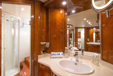 dream b motor yacht master bath (1) min -  Valef Yachts Chartering - 4769