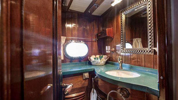 entre cielos gullet baths (2) min -  Valef Yachts Chartering - 3852