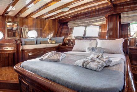 entre cielos gullet master cabin plato (1) min -  Valef Yachts Chartering - 3828