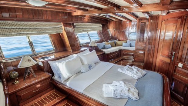 entre cielos gullet master cabin plato (1) min -  Valef Yachts Chartering - 3829